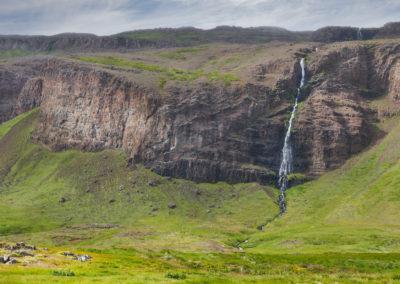 Vandfald ved Breidafjordur-halvøen på kør-selv ferie og bilferie i Island med ISLANDSREJSER