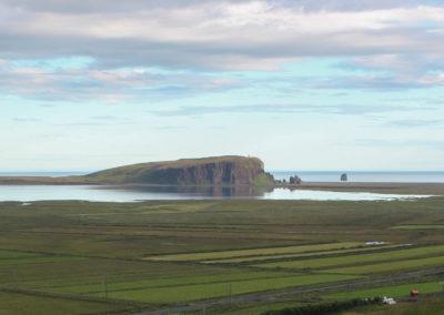 Udsigt til Dyrholaey på kør-selv ferie bilferie og grupperejser i Island med ISLANDSREJSER