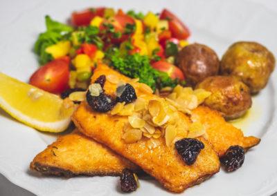 Lækker lokal mad på Hotel Dyrholaey på kør-selv ferie bilferie og grupperejser i Island med ISLANDSREJSER