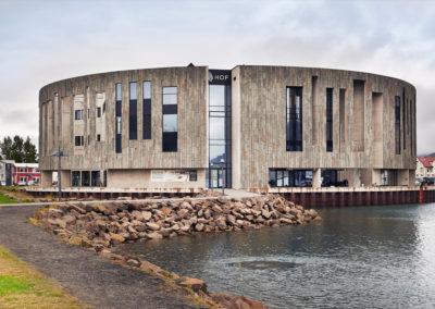 HOF-bygningen i Akureyri på kør-selv ferie bilferie og grupperejser i Island med ISLANDSREJSER