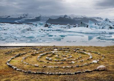 Stencirkel ved Jökulsárlón på kør-selv ferie bilferie og grupperejser i Island med ISLANDSREJSER
