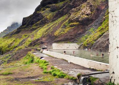Seljavallalaug geotermiske bad på kør-selv ferie bilferie og grupperejser i Island med ISLANDSREJSER