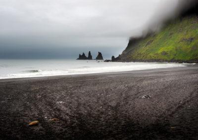 Udsigt til Reynisfjara fra Vik på kør-selv ferie bilferie og grupperejser i Island med ISLANDSREJSER