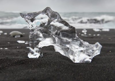 Diamond Beach - Diamantstranden ved Jökulsárlón på kør-selv ferie, bilferie og rejser til Island med ISLANDSREJSER