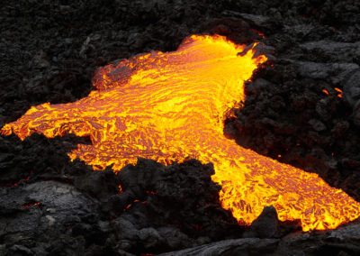 Flydende lava ved Fagradalsfjall på kør-selv ferie, bilferie og rejser til Island med ISLANDSREJSER
