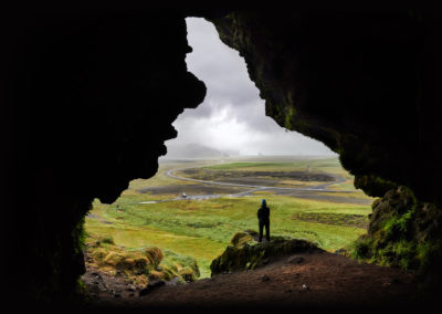 Spændende grotte ved sydkysten af Island på kør-selv ferie, bilferie og rejser til Island med ISLANDSREJSER